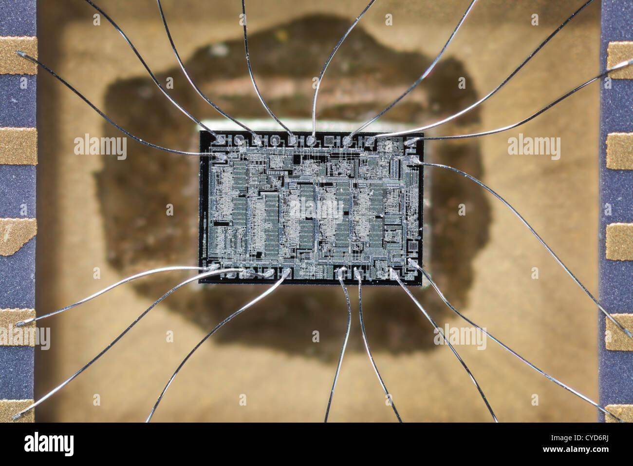 Unidade de disco rígido de circuitos integrados de chip de silício, chip com conexão de fios de prata Imagens de Stock