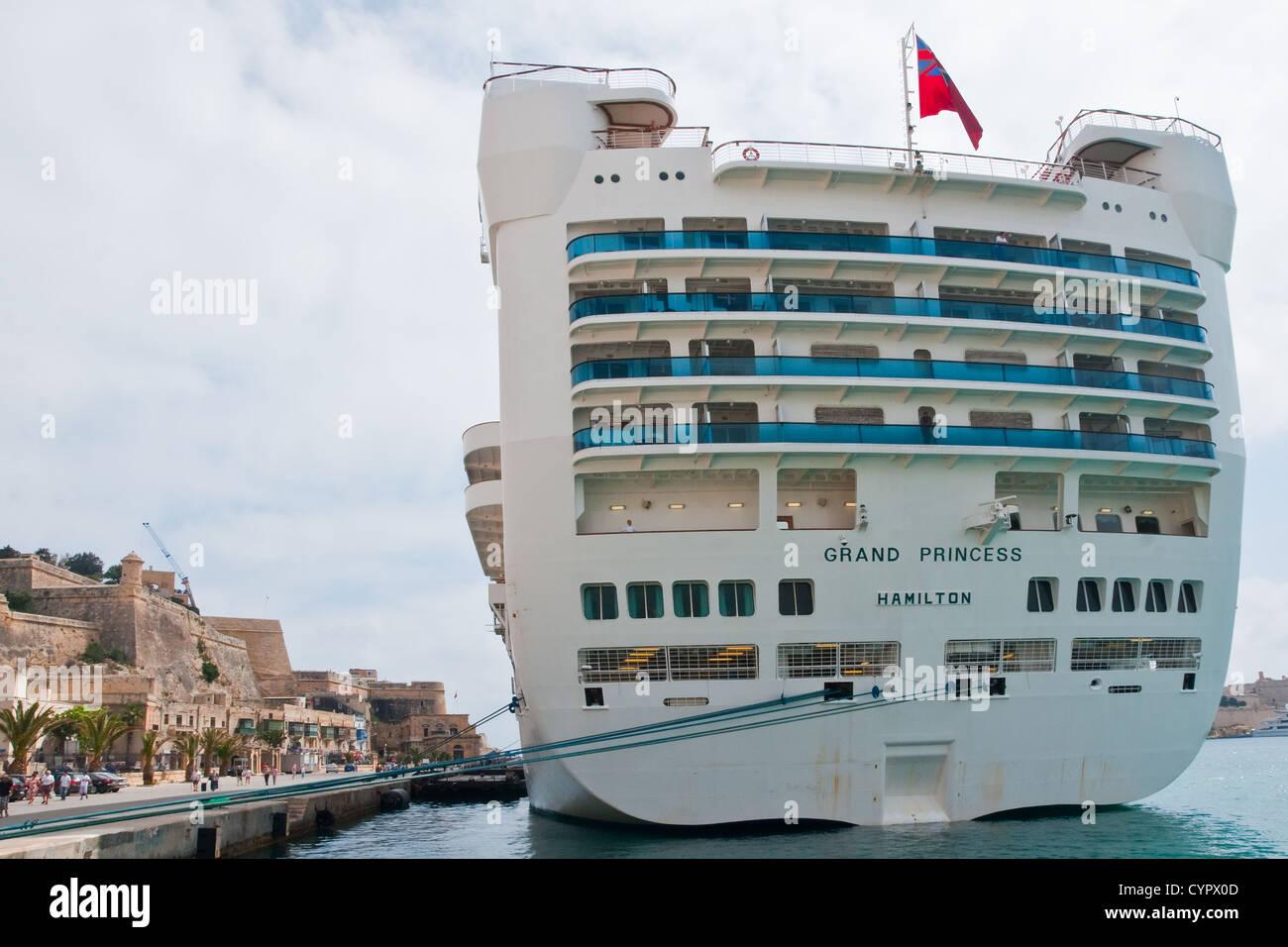 Stern vista do navio de cruzeiro Grand