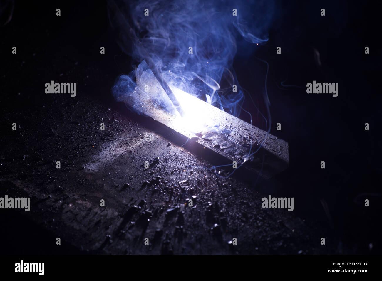 O processo industrial de MMA Stick soldadura em estaleiros, construção naval, indústria pesada, fabricação Imagens de Stock
