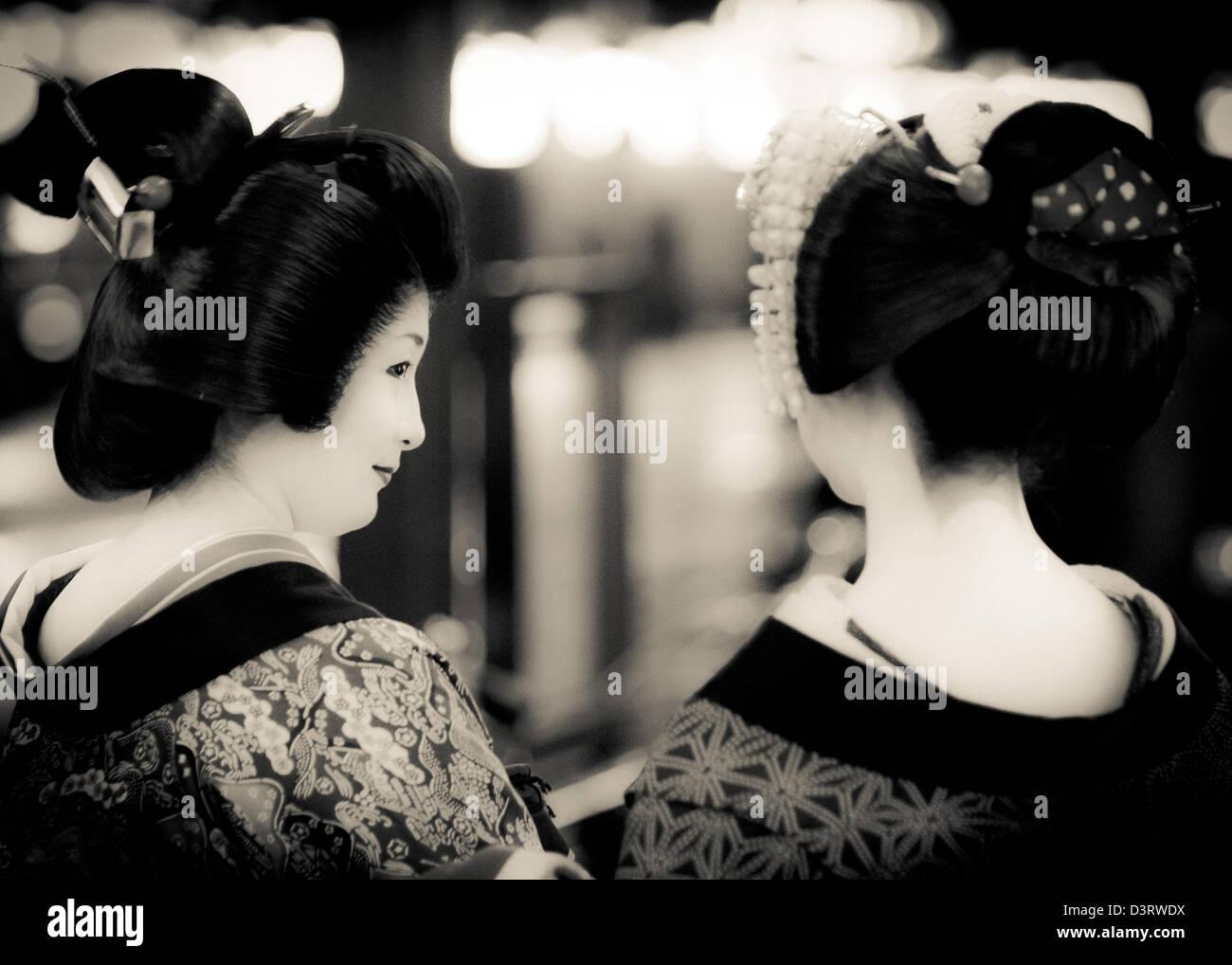 Geishas nas ruas de Quioto, Japão Imagens de Stock
