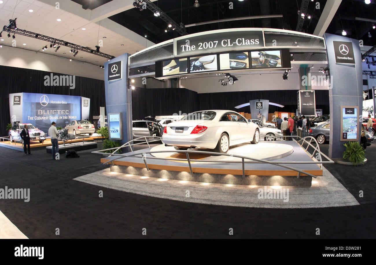 A Imagem Mostra Um Mercedes Benz Stand No Los Angeles  Auto Show No Centro De Convencoes De Los Angeles Estados Unidos Quarta Feira 29 De Novembro De 2006   ...