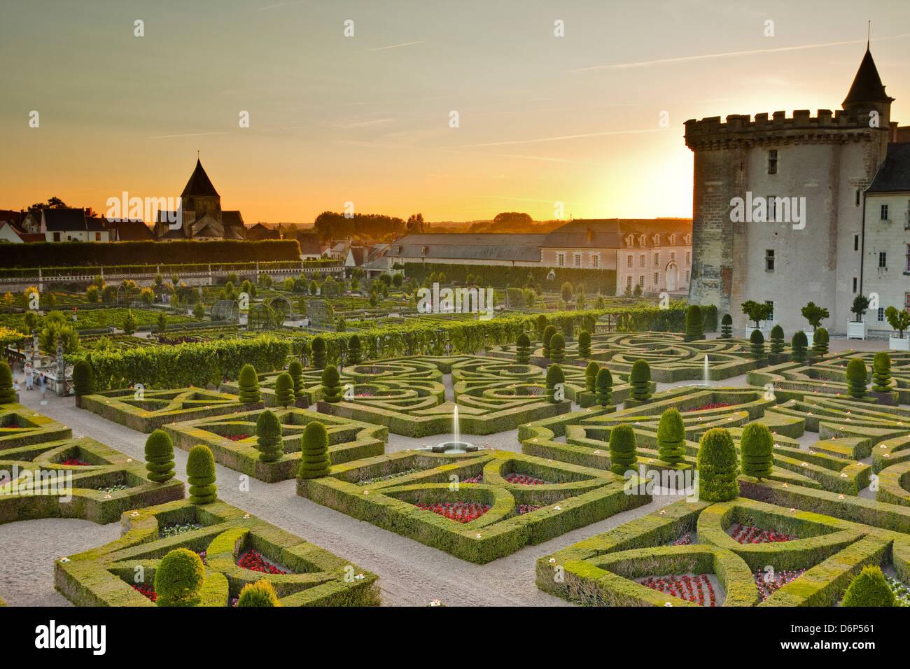 O Chateau de Villandry e seus jardins ao pôr-do-sol, Local de Património Mundial da UNESCO, Indre-et-Loire, Imagens de Stock
