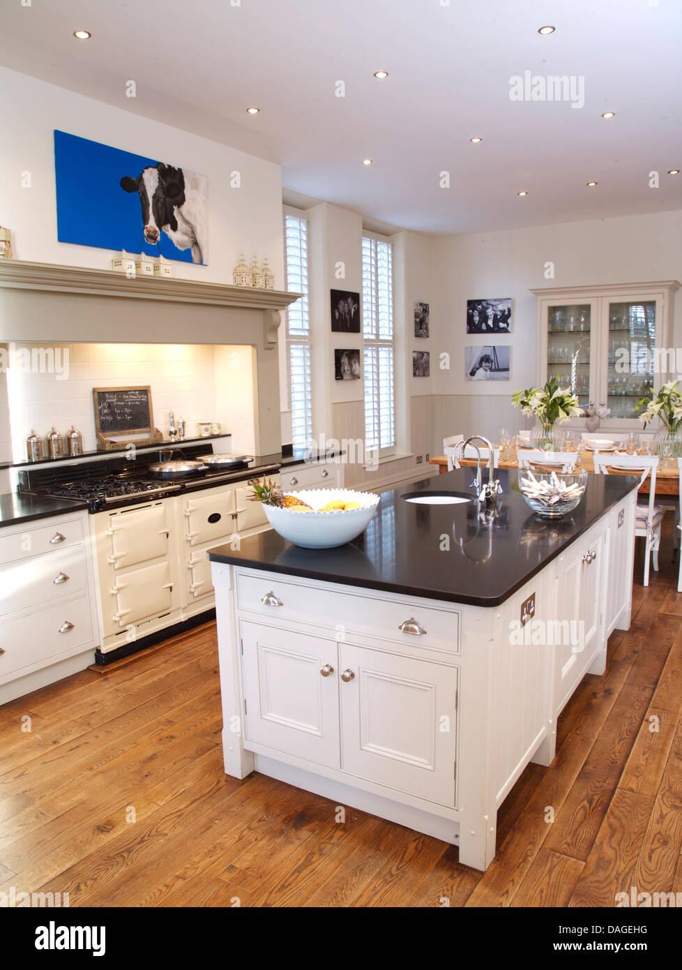 Unidade De Ilha No Pa S Branco Moderno Cozinha Com Forno Aga Branco