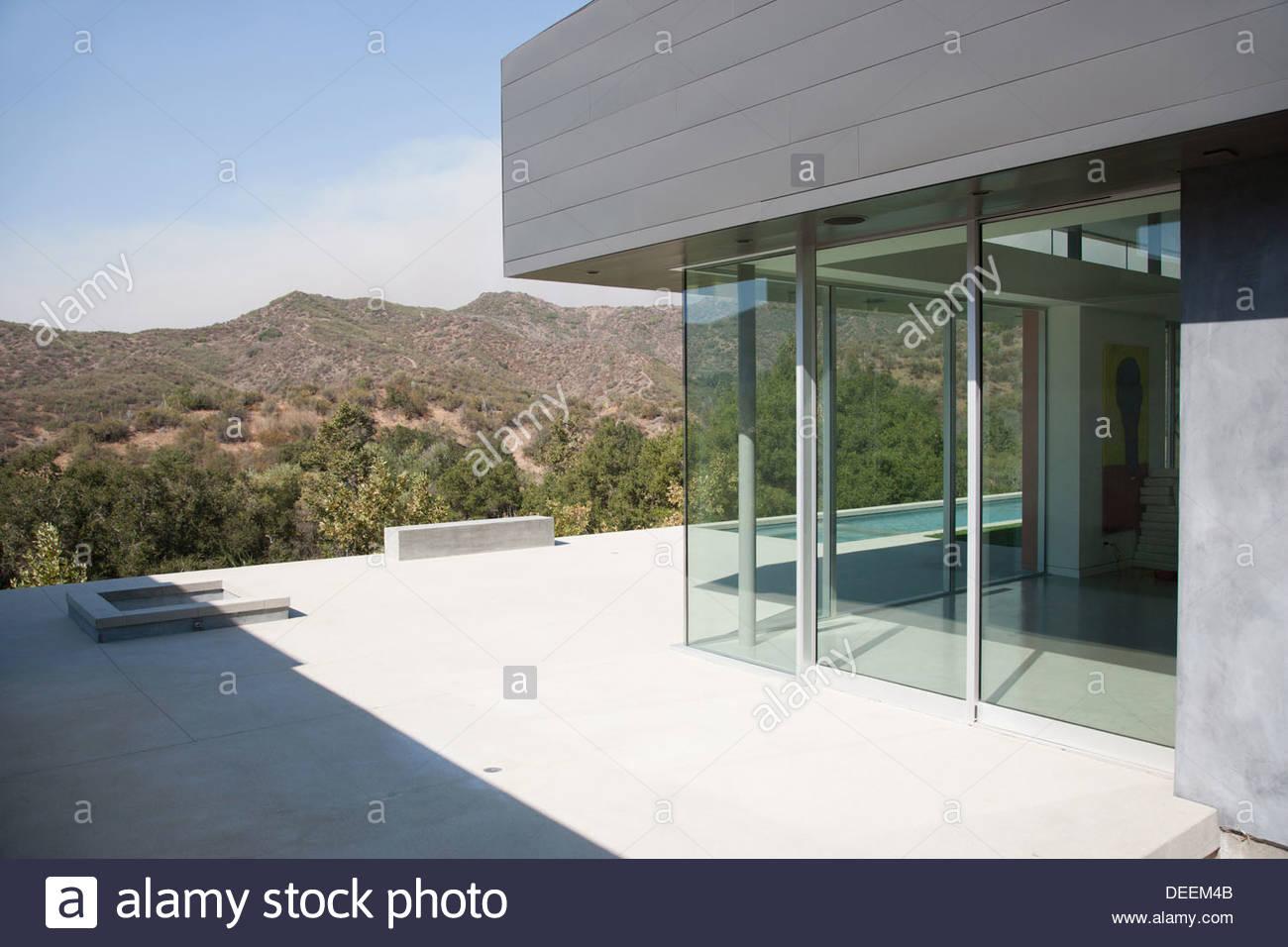 Exterior da casa moderna Imagens de Stock