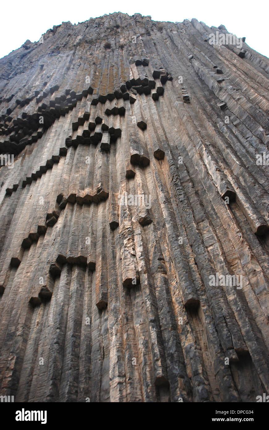 """O Garni Gorge tem carácter distintivo colunas esculpidas pelo Rio Goght, referidas como a sinfonia das Pedras"""". Imagens de Stock"""