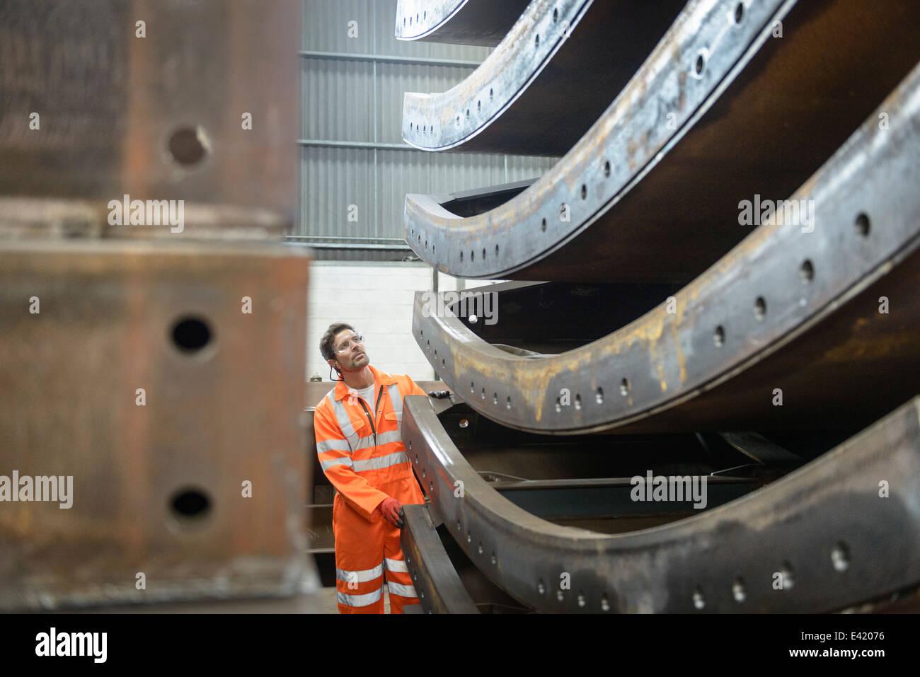 Inspeção de fabricação marinho engenheiro utilizado para o assentamento de cabos Imagens de Stock