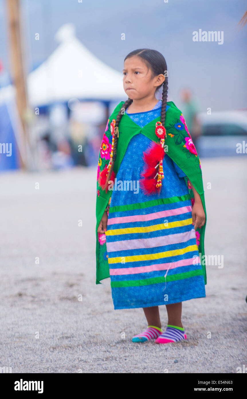 Garota nativa americana participa no xxv Paiute Tribo Pow Wow Imagens de Stock