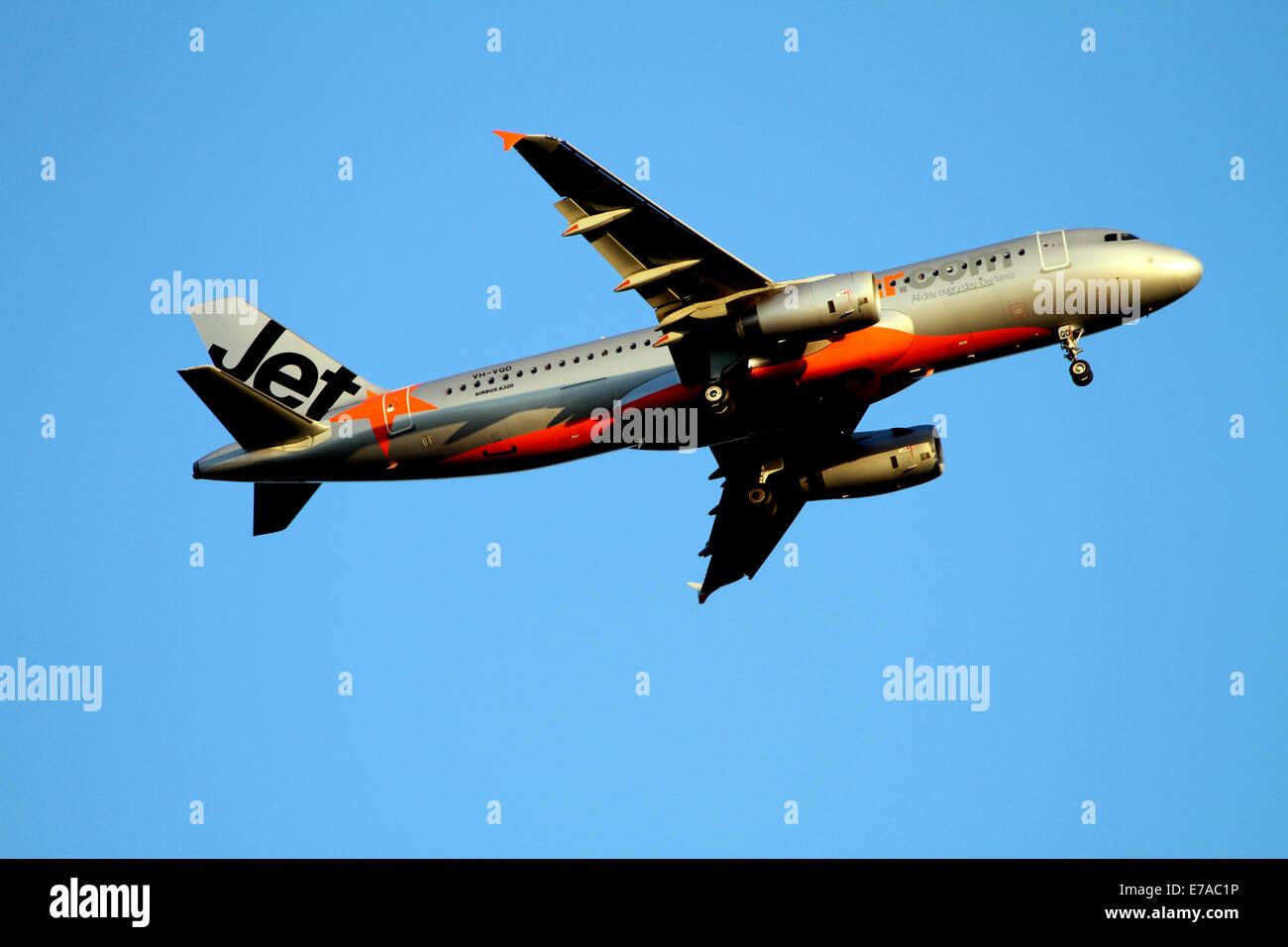 Jetstar plane fotos jetstar plane imagens de stock alamy plano jetstar preparar a terra em adelaide austrlia imagens de stock stopboris Image collections