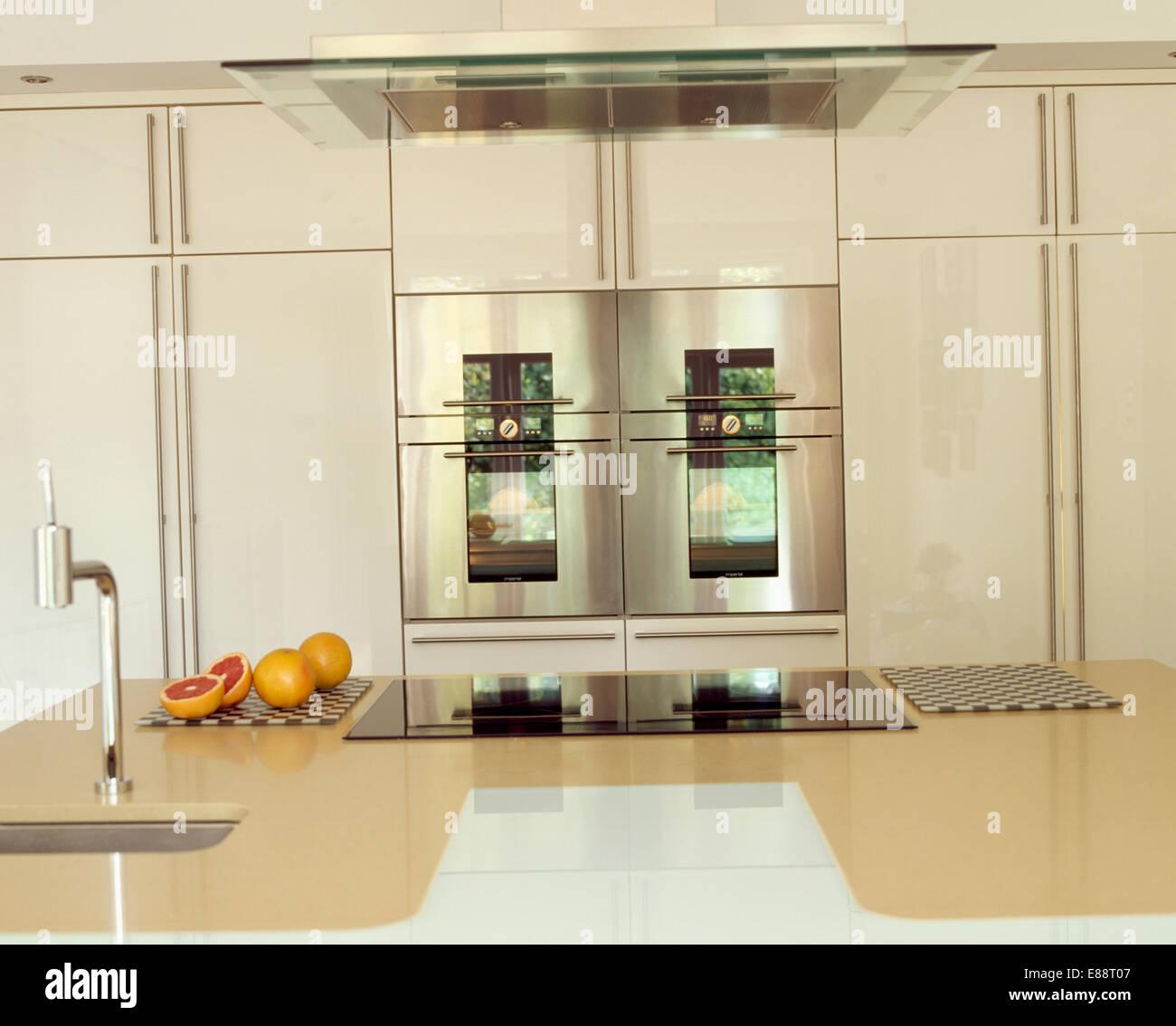 Forno Duplo Na Moderna Cozinha Com Fog O Integrado Na Unidade Ilha
