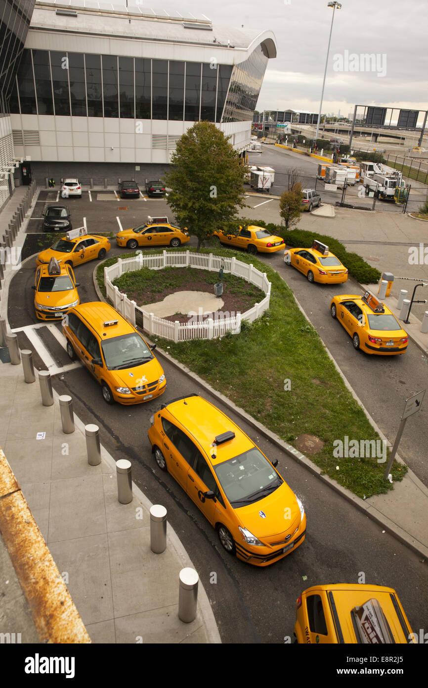 Aeroporto Jfk : Linha de táxis até pegar as pessoas no aeroporto jfk em nova iorque