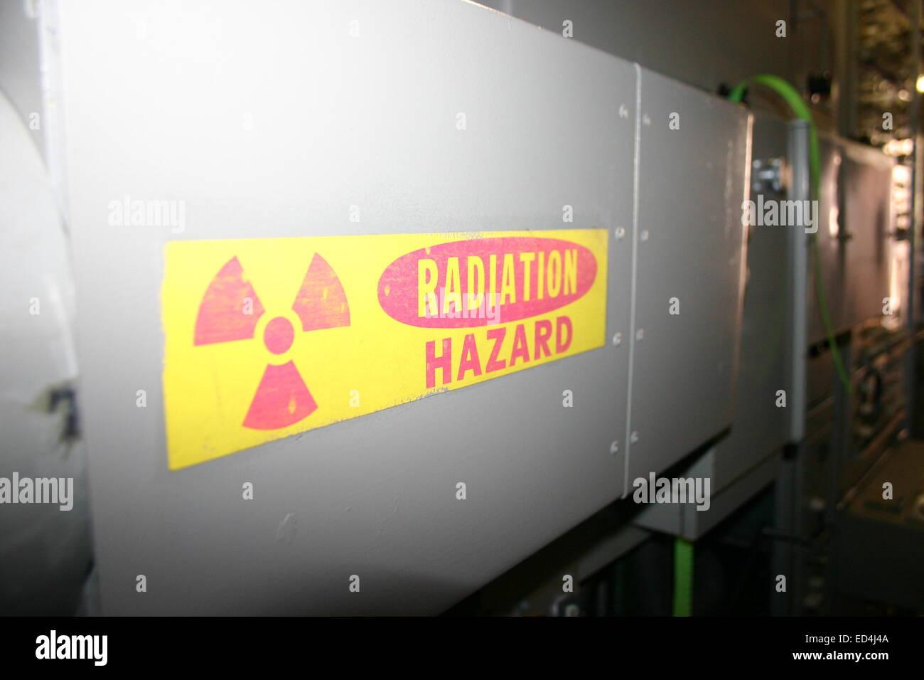 Aviso de Perigo de radiação, em: Fernseh 16mm Telecine Máquina Imagens de Stock