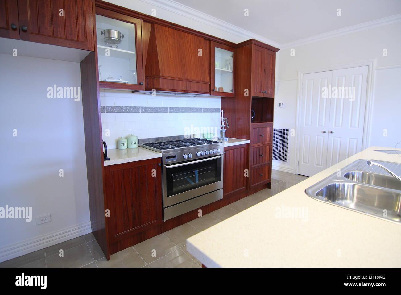 Cozinha Moderna Com Arm Rios De Madeira Foto Imagem De Stock