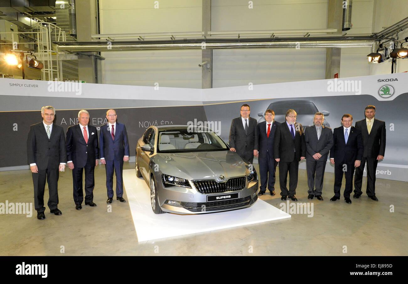 A partir da esquerda Membro do conselho de administração para a produção Michael Oeljeklaus, Skoda Auto CEO Winfried Foto de Stock
