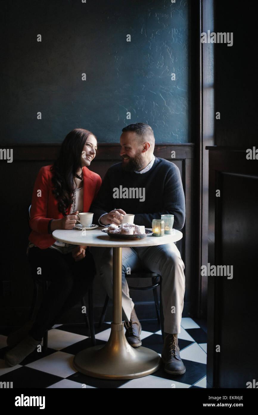 Um casal em amor. Imagens de Stock