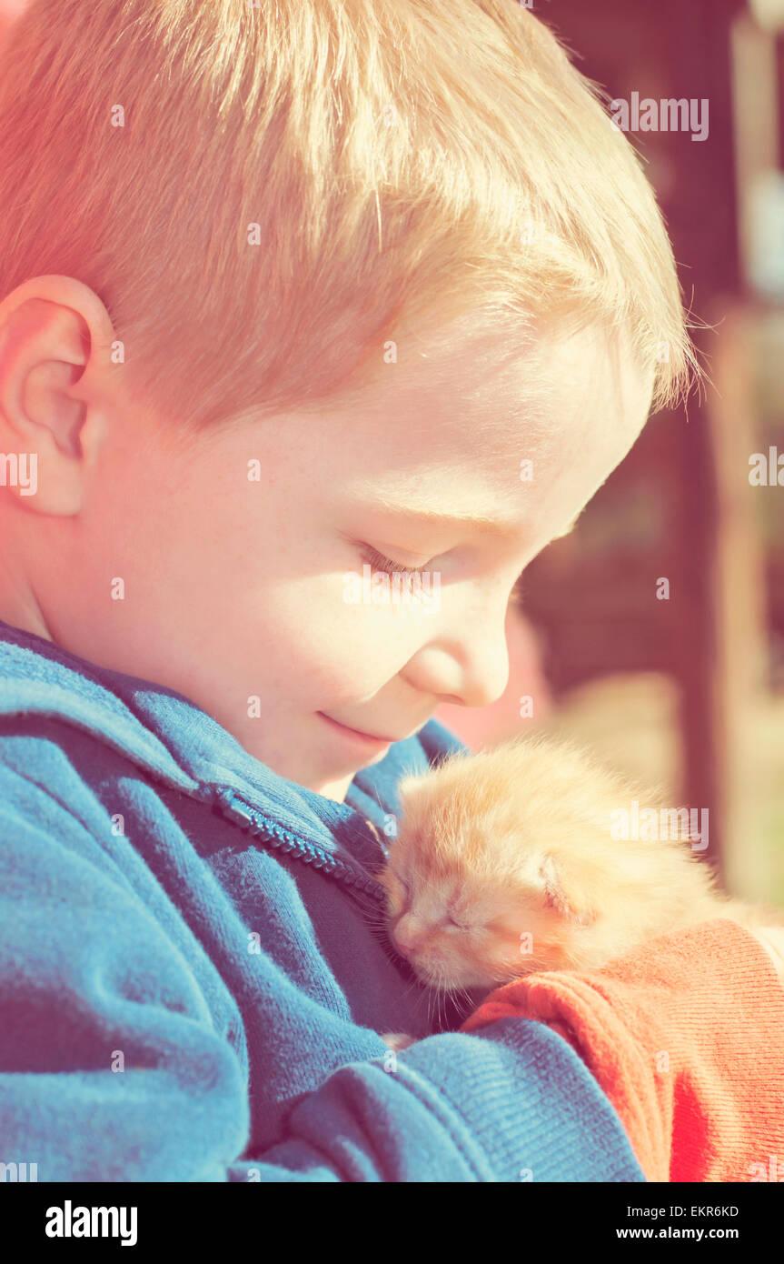 Boy gatinho amor quente Imagens de Stock