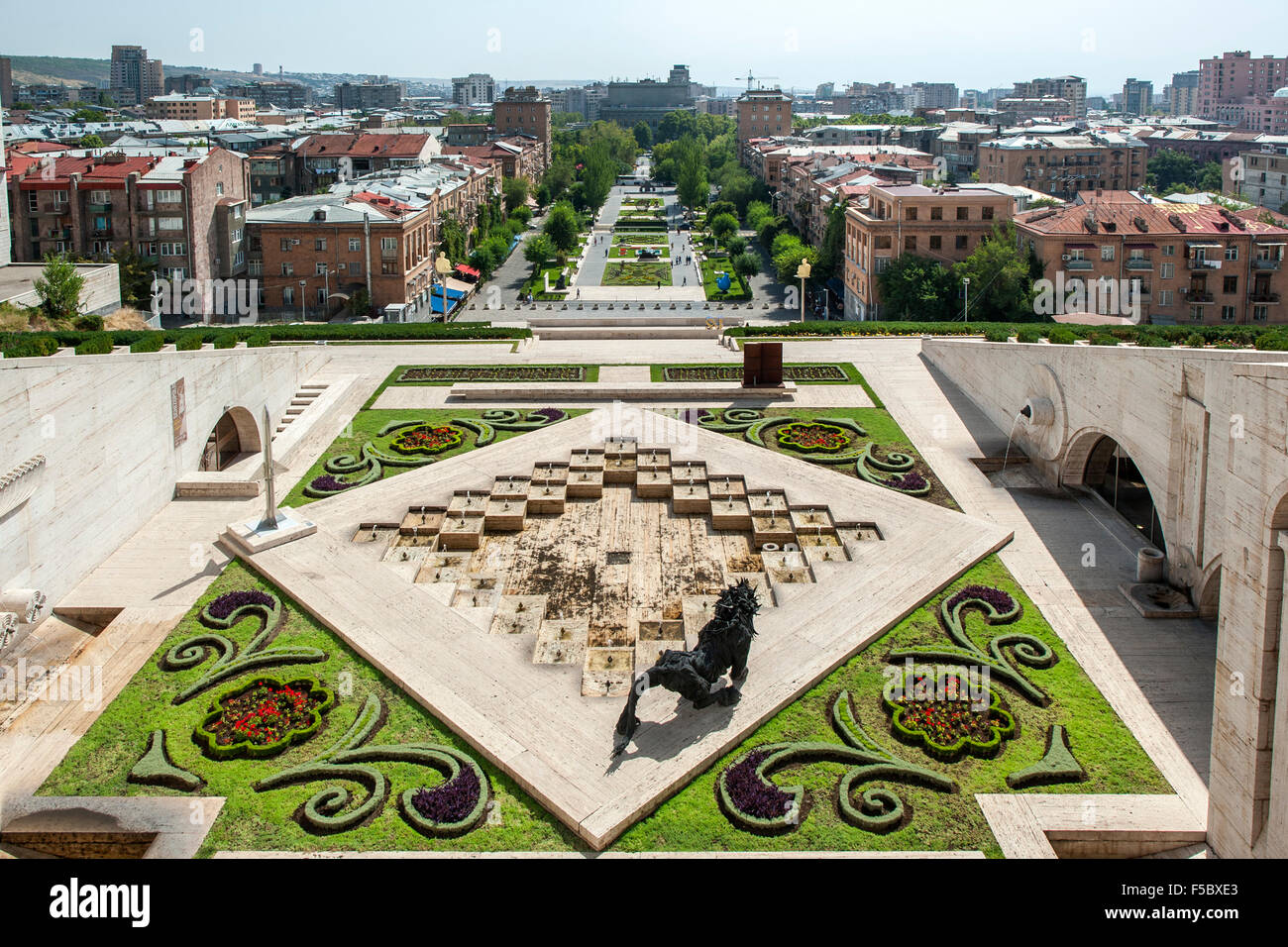 O monumento em cascata e jardins em Yerevan, a capital da Arménia. Imagens de Stock