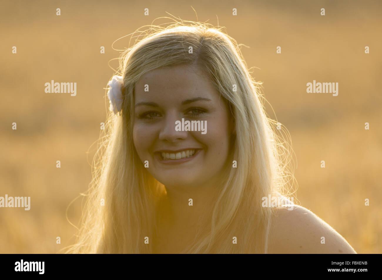 Retrato junge Frau im Abendlicht Imagens de Stock