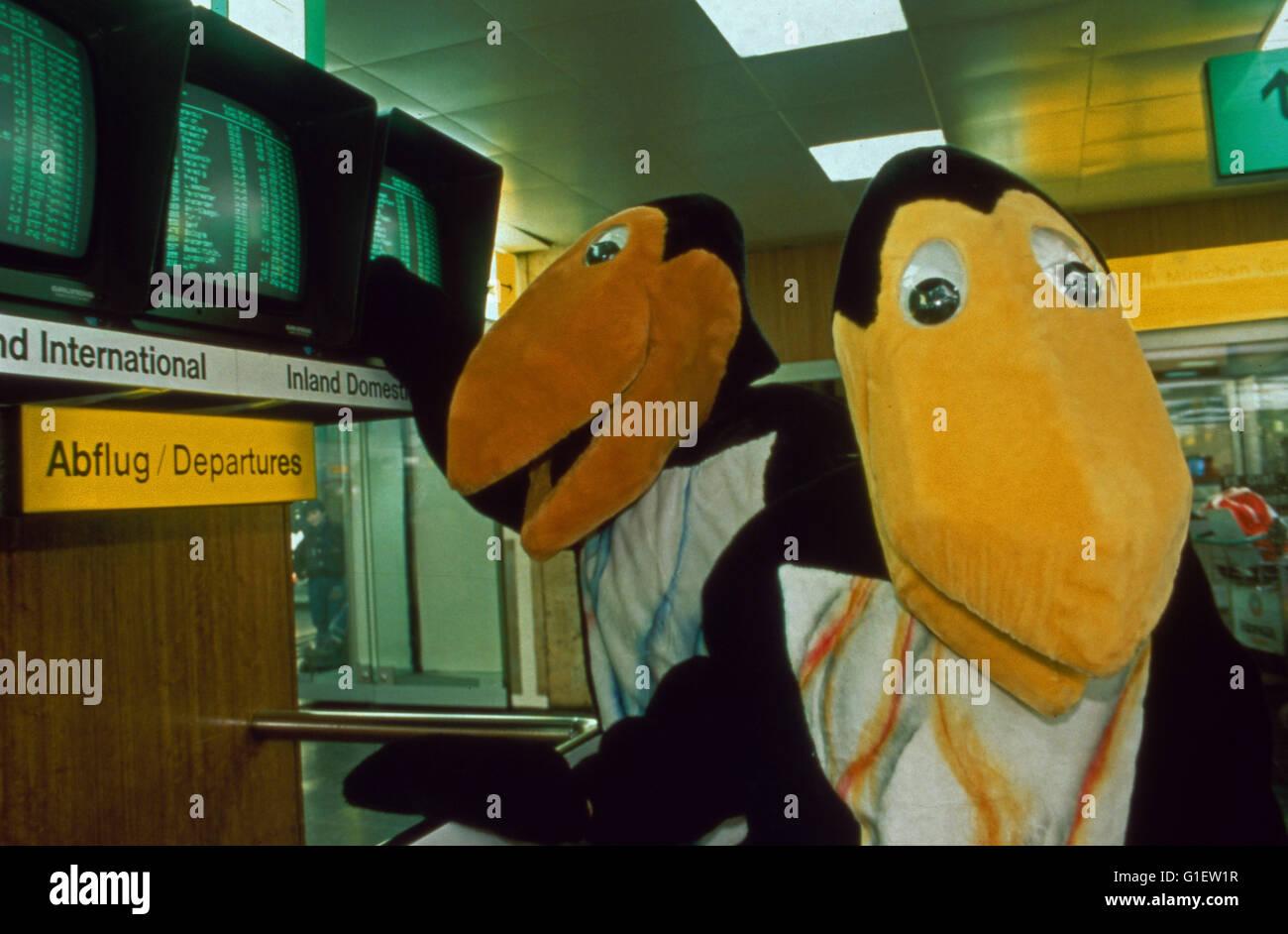 Truque 7 - Die große Trickfilm Mostrar. Die beiden chaotischen Raben se falhares und Jeckle am Flughafen. Imagens de Stock