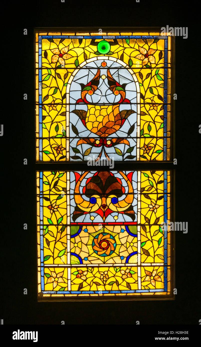 Americana do século xix floral estilizado vitral. Designer & psq desconhecido. A partir de casa em Hyde Imagens de Stock
