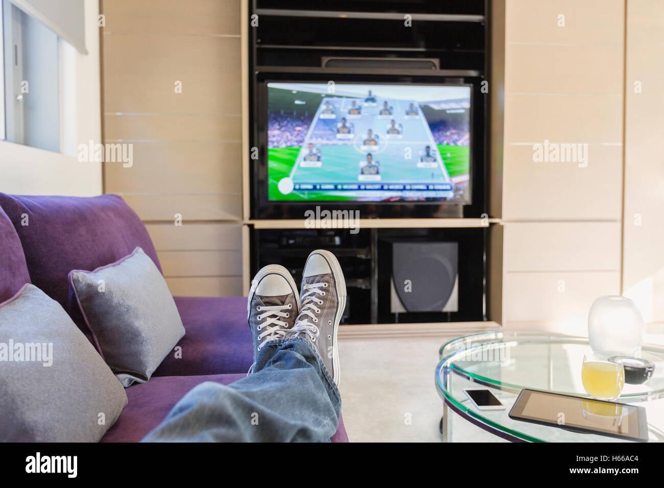 Perspectiva Pessoal Homem Com P S At Assistir A Jogos De Futebol Na  -> Sala De Tv E Jogos