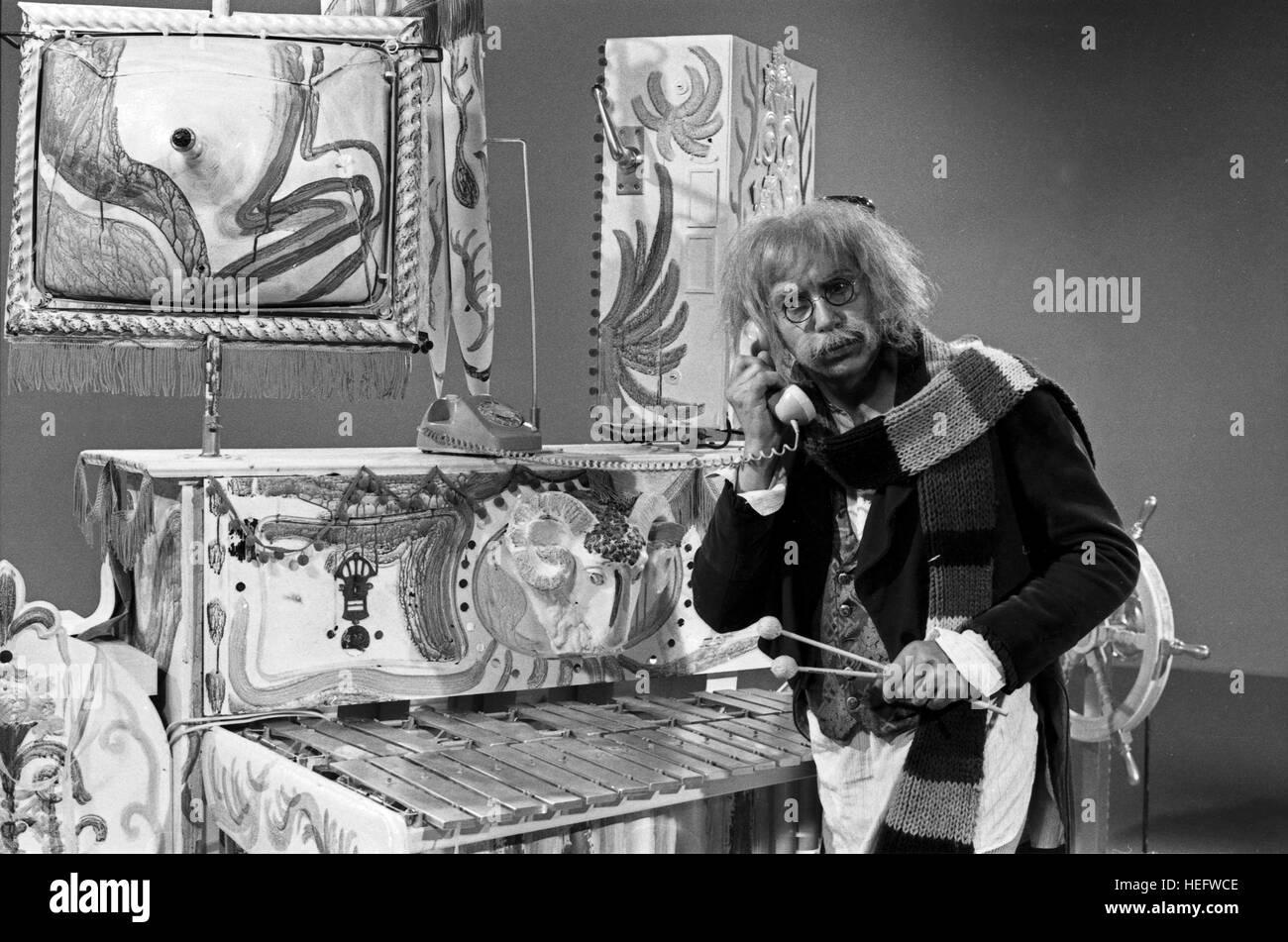 Imer Ärger mit Pop, Trickfilm-Magazin, Deutschland 1982, Moderador: Gottlieb Wendehals aka: Werner Böhm Imagens de Stock
