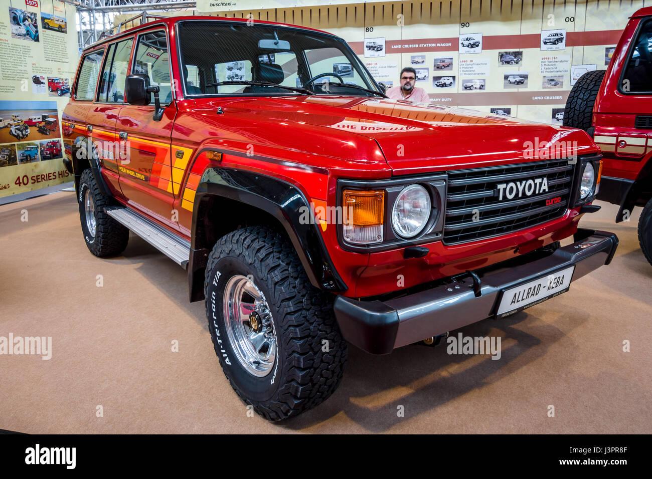 STUTTGART, Alemanha   MARÇO 03, 2017: Full Size SUV Toyota Land Cruiser  J60, 1985. Maiores Da Europa De Exposições De Automóveis Clássicos  Clássicos U0027RETROu0027