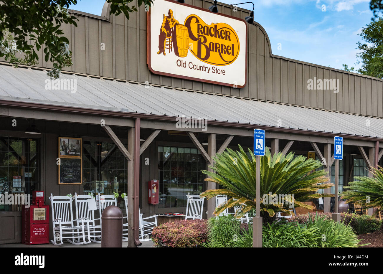 Cracker Barrel Restaurant And Old Country Store In Valdosta