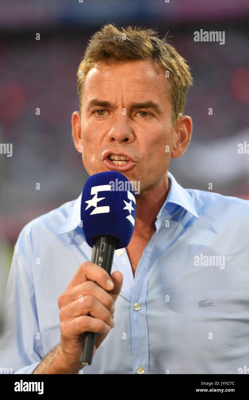 Muenchen, Deutschland. Xviii Ago, 2017. Wolfgang NADVORNIK (Eurosport Fernseh Moderador) am Mikrofon, Einzelbild, angeschnittenes Einzelmotiv, Portraet, Retrato, Portrat. Fussball 1. Bundesliga, 1. Spieltag, Spieltag01, FC Bayern de Munique (M)-Bayer 04 Leverkusen 3-1, AM 18.08.2017 em Muenchen/Deutschland, UM L L I A N Z A R E N A. | Verwendung weltweit Crédito: DPA/Alamy Notícias ao vivo Imagens de Stock