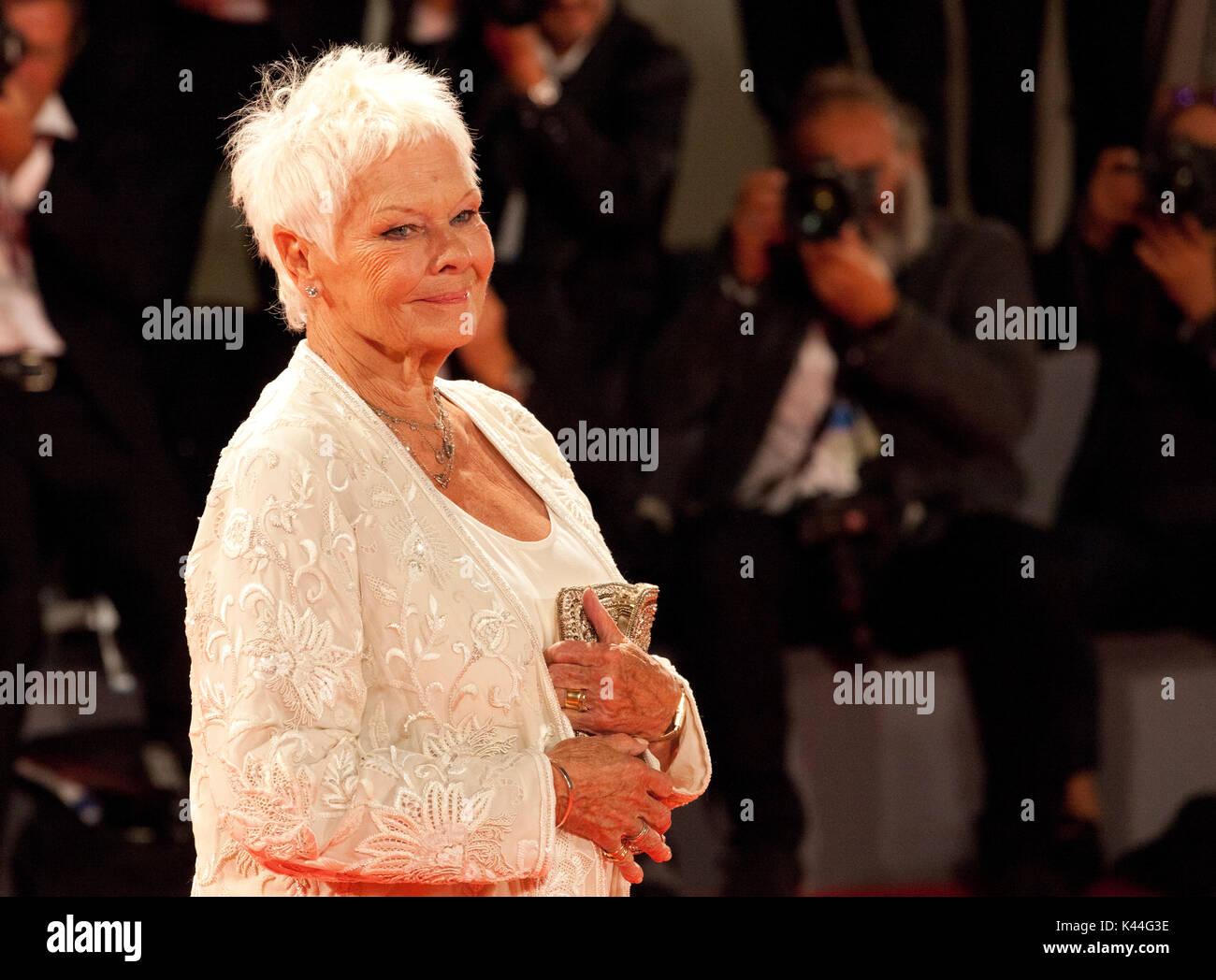 Judi Dench no Premiere do filme Victoria & Abdul especialefectuado no Festival de Cinema de Veneza, Sala Grande Imagens de Stock