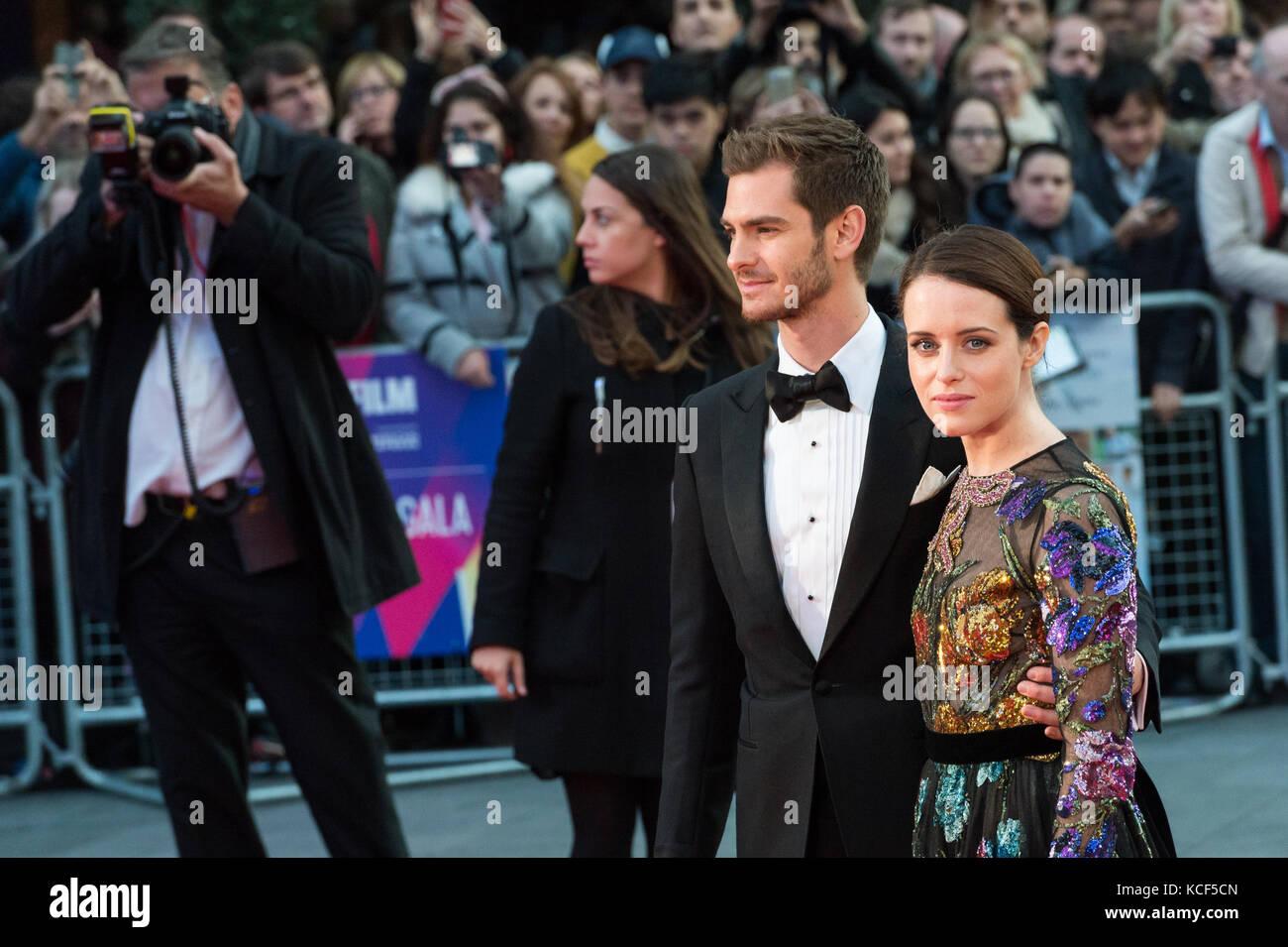 Londres, Reino Unido. 4 de outubro de 2017. claire foy e Andrew garfield chegam para o Reino Unido filme premiere Imagens de Stock