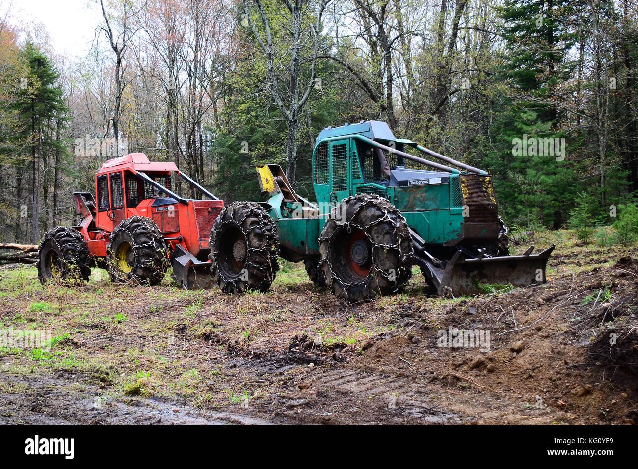 Tree skidder fotos tree skidder imagens de stock alamy dois timberjack log skidders estacionada em um log desembarque nas montanhas adirondack imagens de stock fandeluxe Gallery