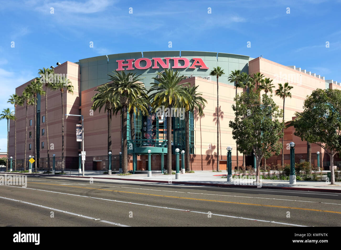 ANAHEIM, CA, 11 De Fevereiro, 2015: O Honda Center, Em Anaheim, Na  Califórnia.A Arena é Casa Para O Anaheim Ducks Da National Hockey League  (NHL) E O L