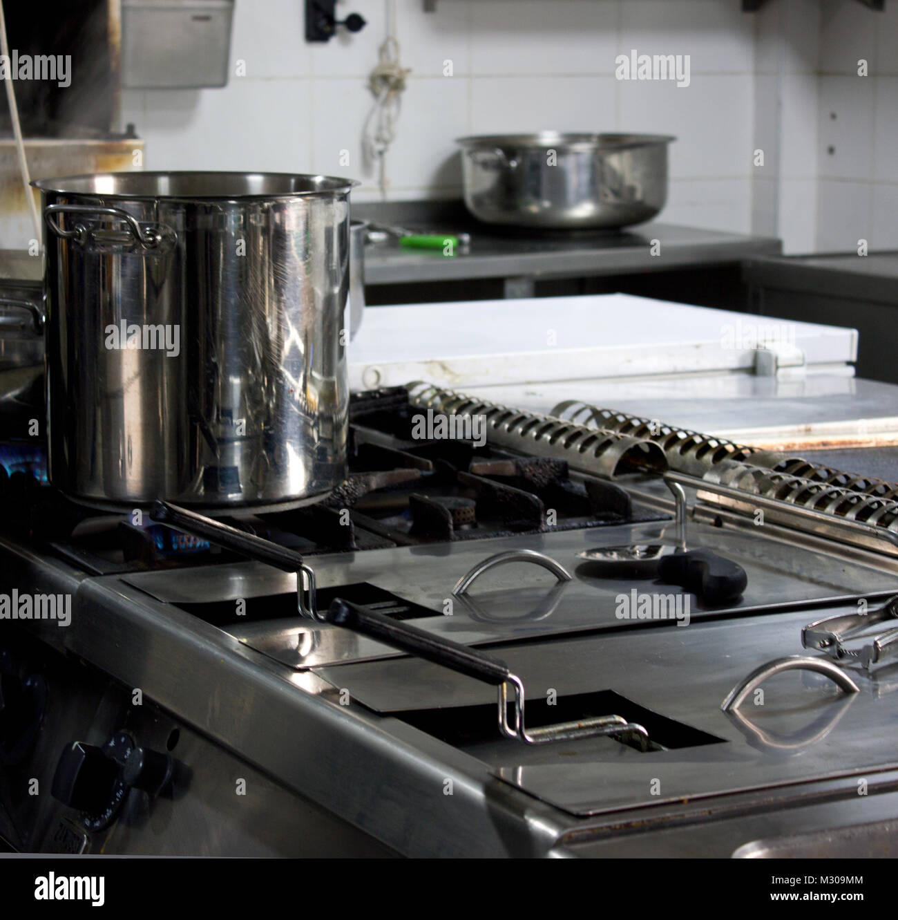Industrial Kitchen Stove Fotos Industrial Kitchen Stove Imagens De