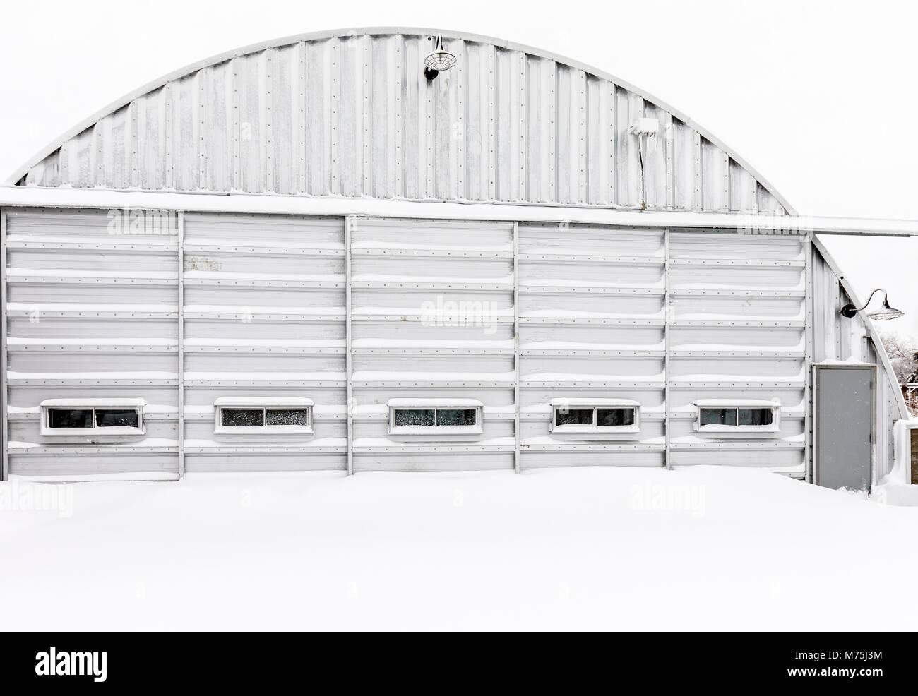 Edifício de metal corrugado, Manitoba, Canadá. Imagens de Stock