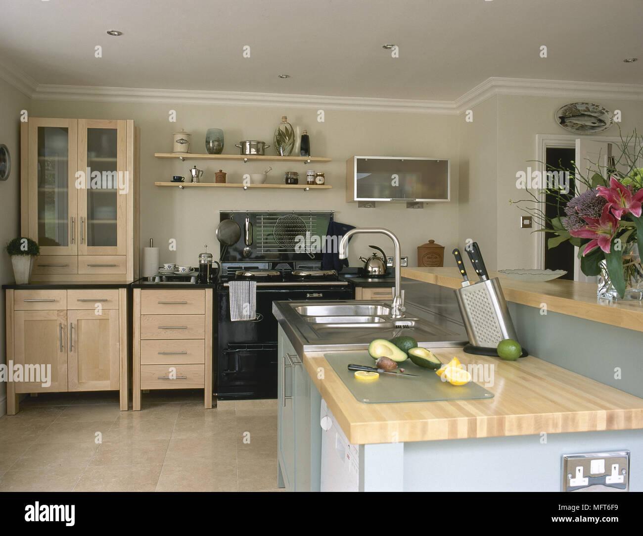 Cozinha Moderna Com Arm Rios De Madeira Preto Forno Ilha Central