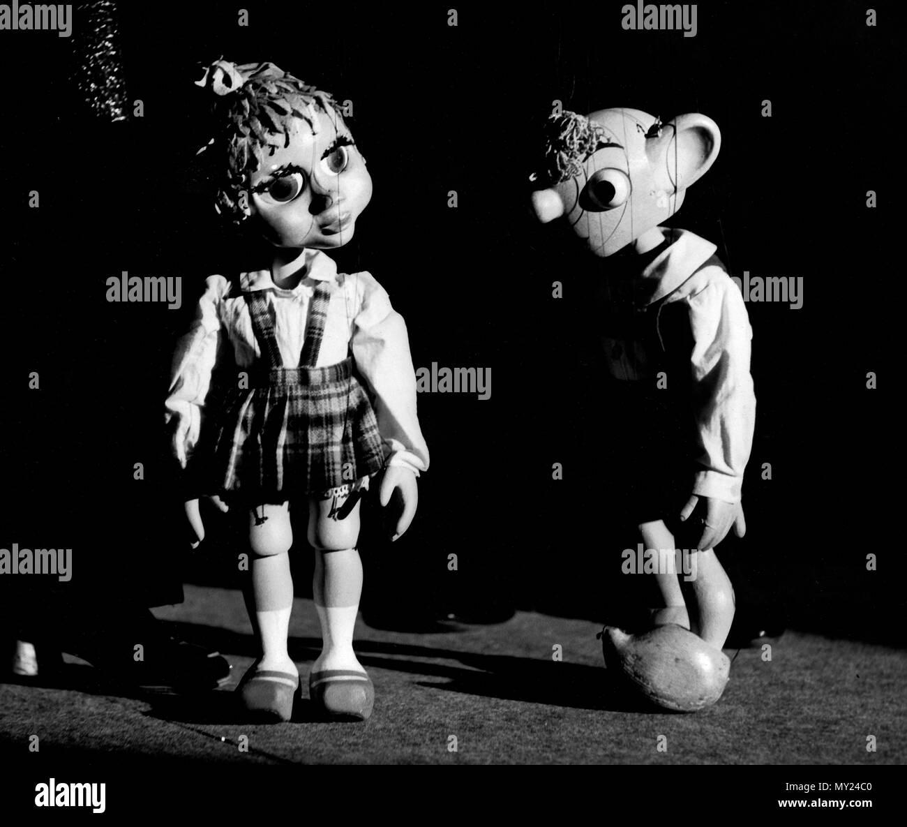 Plumpaquatsch, Kinderunterhaltungssendung, Deutschland 1972 - 1975, Mitwirkende: Spejbl Marionetten und Hurvinek Imagens de Stock