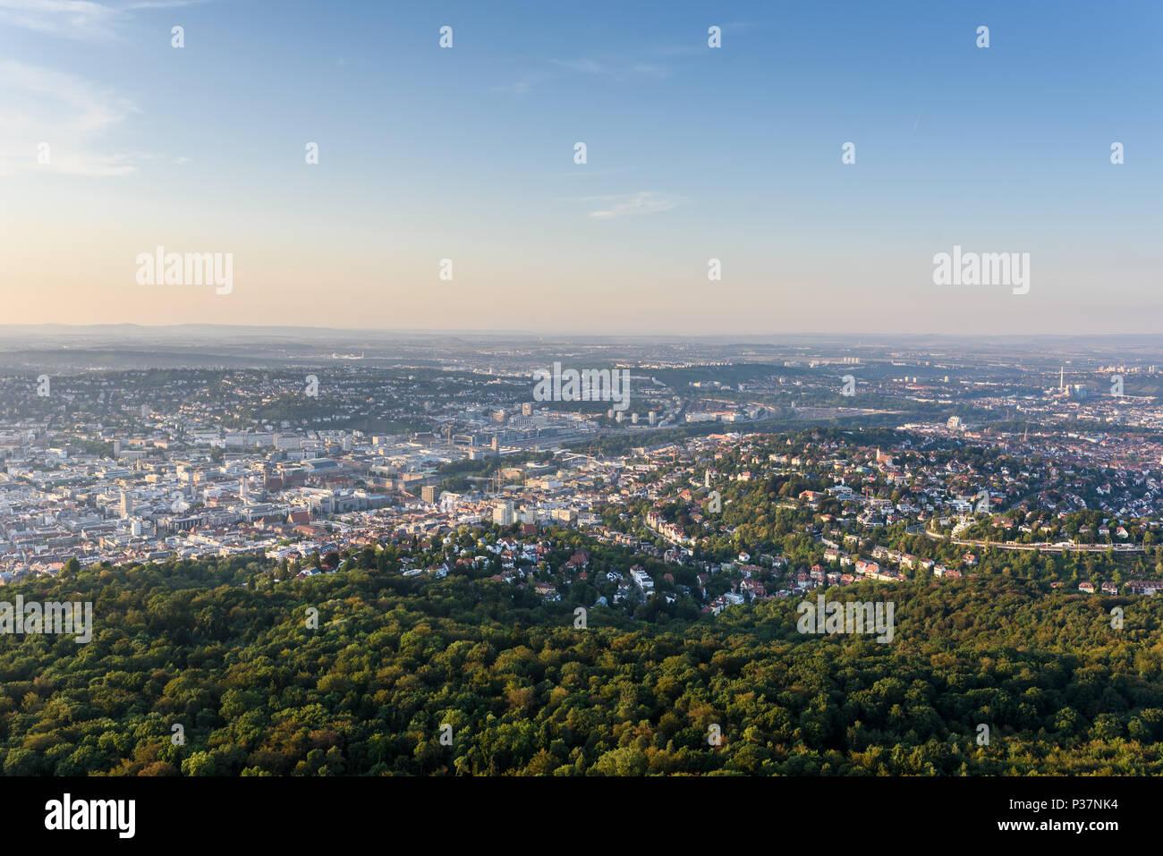 Vista a cidade de Stuttgart na Alemanha - bela paisagem no verão Imagens de Stock