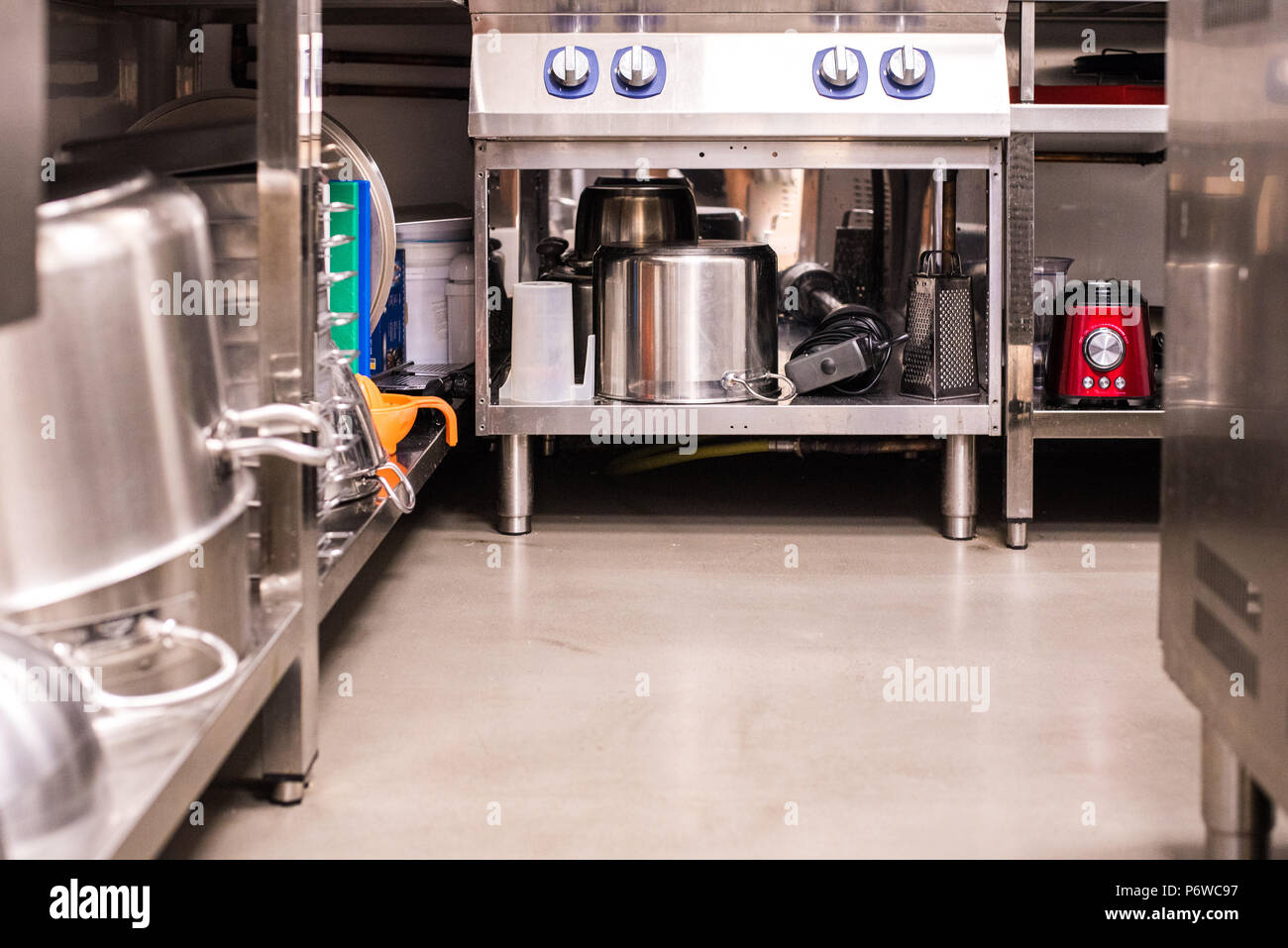 Industrial Kitchen Fotos Industrial Kitchen Imagens De Stock Alamy