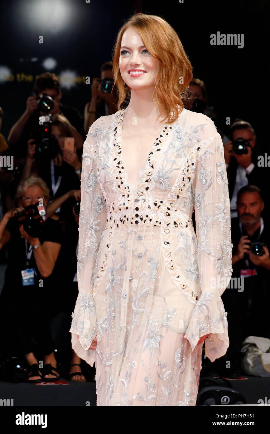 Veneza, Itália - 30 de agosto: Emma Stone chega ao 'A Favorita' premiere durante o 75º Festival de Cinema de Veneza no Palazzo del Cinema em 30 de Agosto de 2018, em Veneza, Itália. Crédito: João Rasimus/MediaPunch ***França, Suécia, Noruega, Finlândia, DENARK, EUA, CHILE, AMÉRICA DO SUL APENAS*** Imagens de Stock