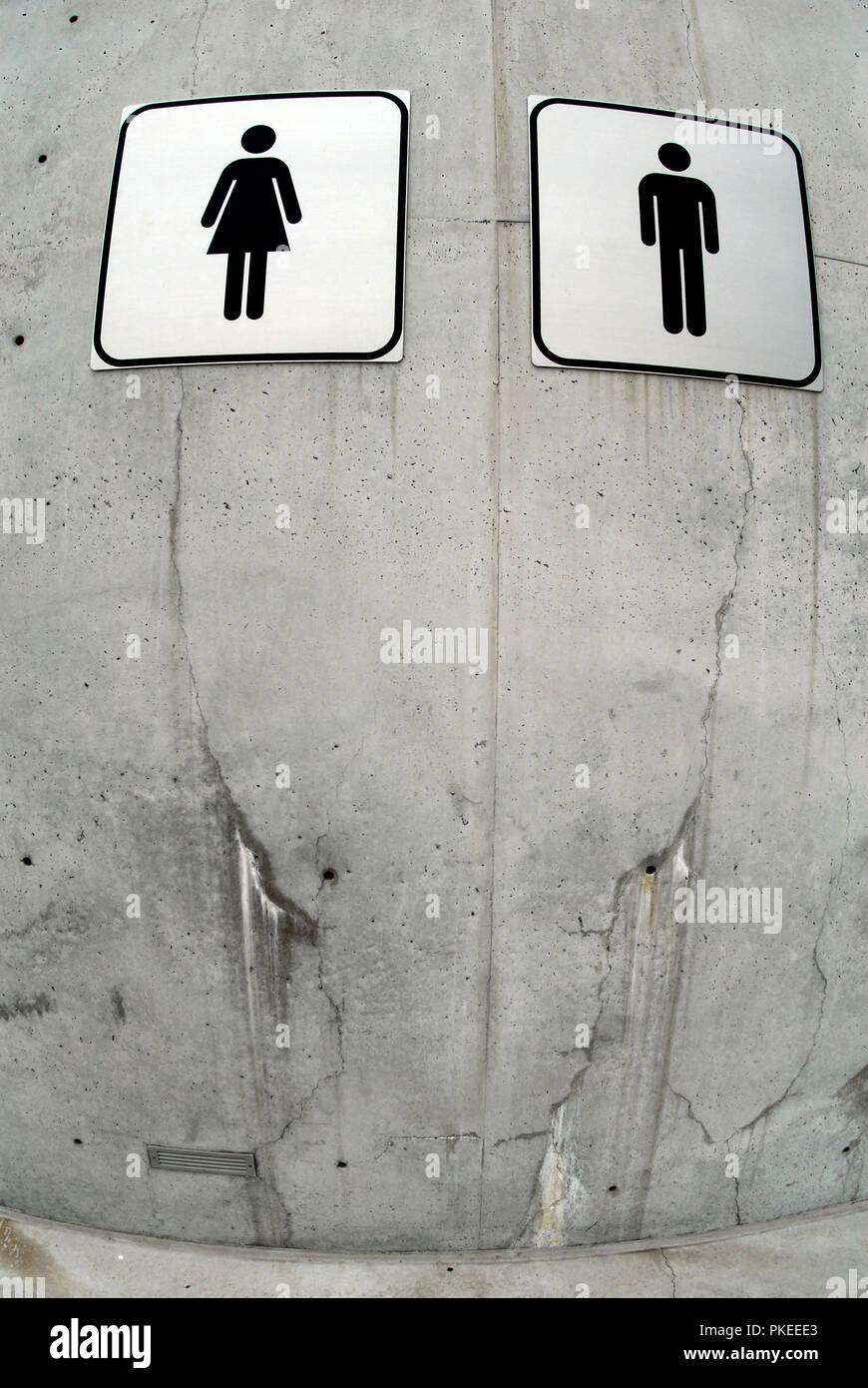 Símbolo do homem e da mulher na parede. Wc direcção assinar Foto ... 6298345e669