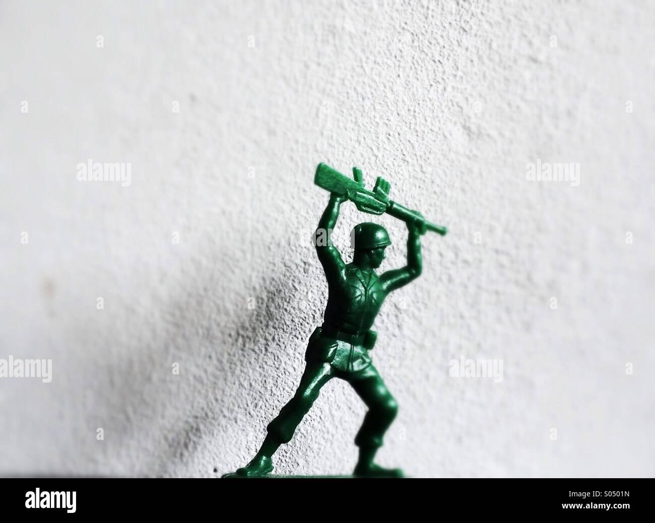 O Plástico Verde soldado de brinquedo Imagens de Stock