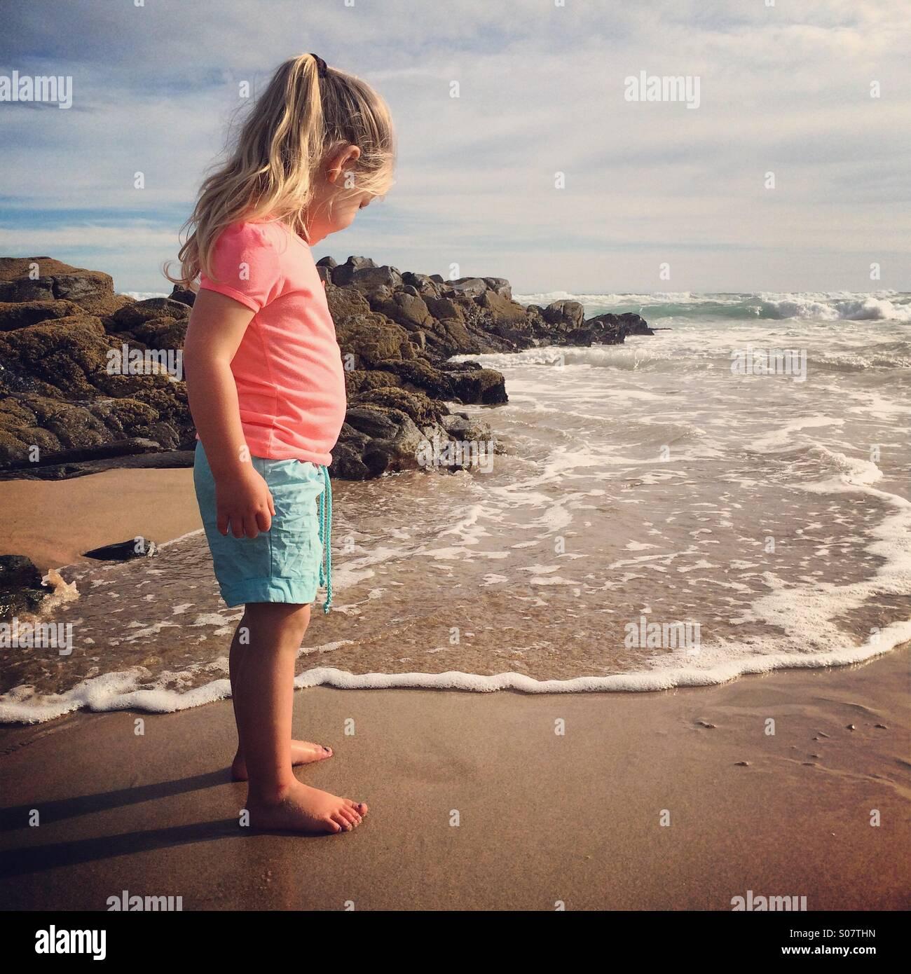 Bebês na praia Imagens de Stock