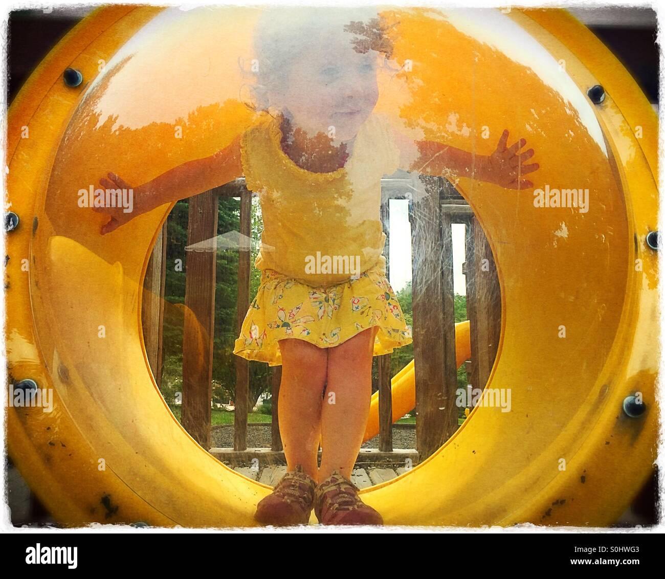 Bebês no parque infantil Imagens de Stock