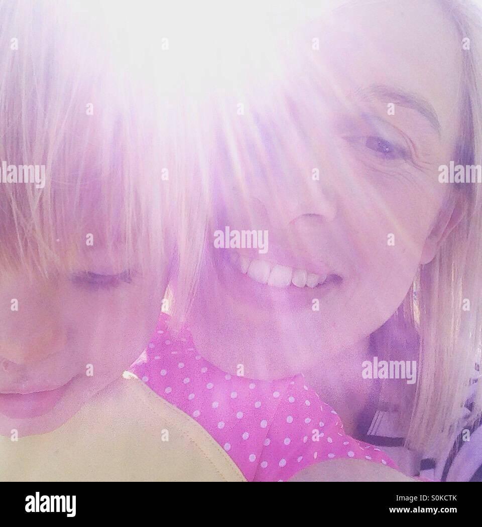 Mãe e filha sol selfie Imagens de Stock