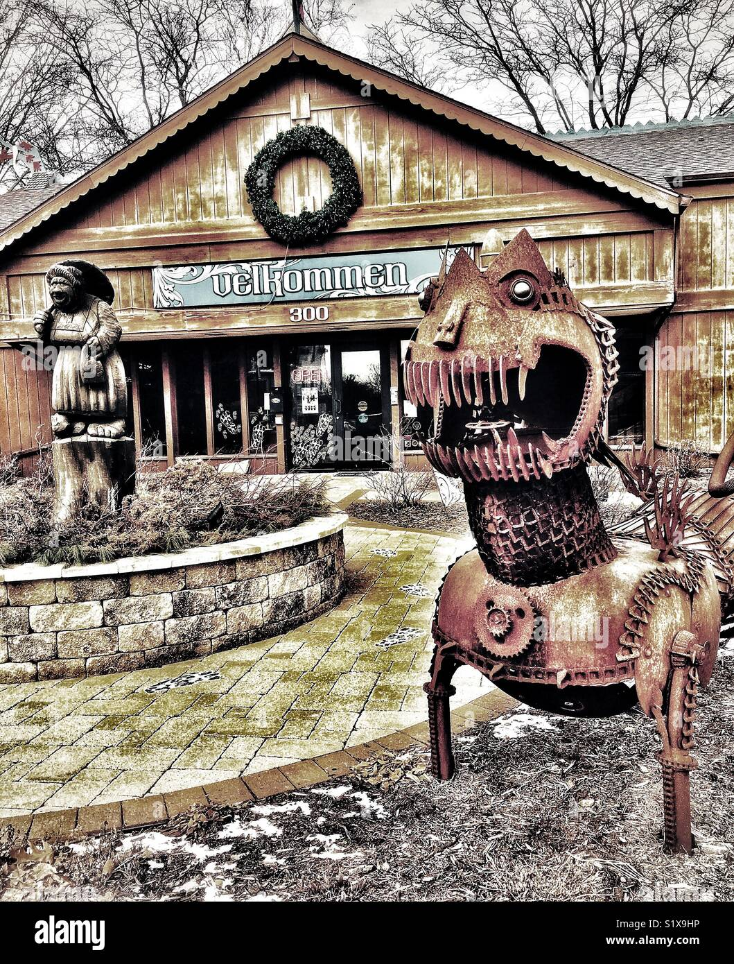 Chamber of Commerce with troll carving and metal sculpture, Mount