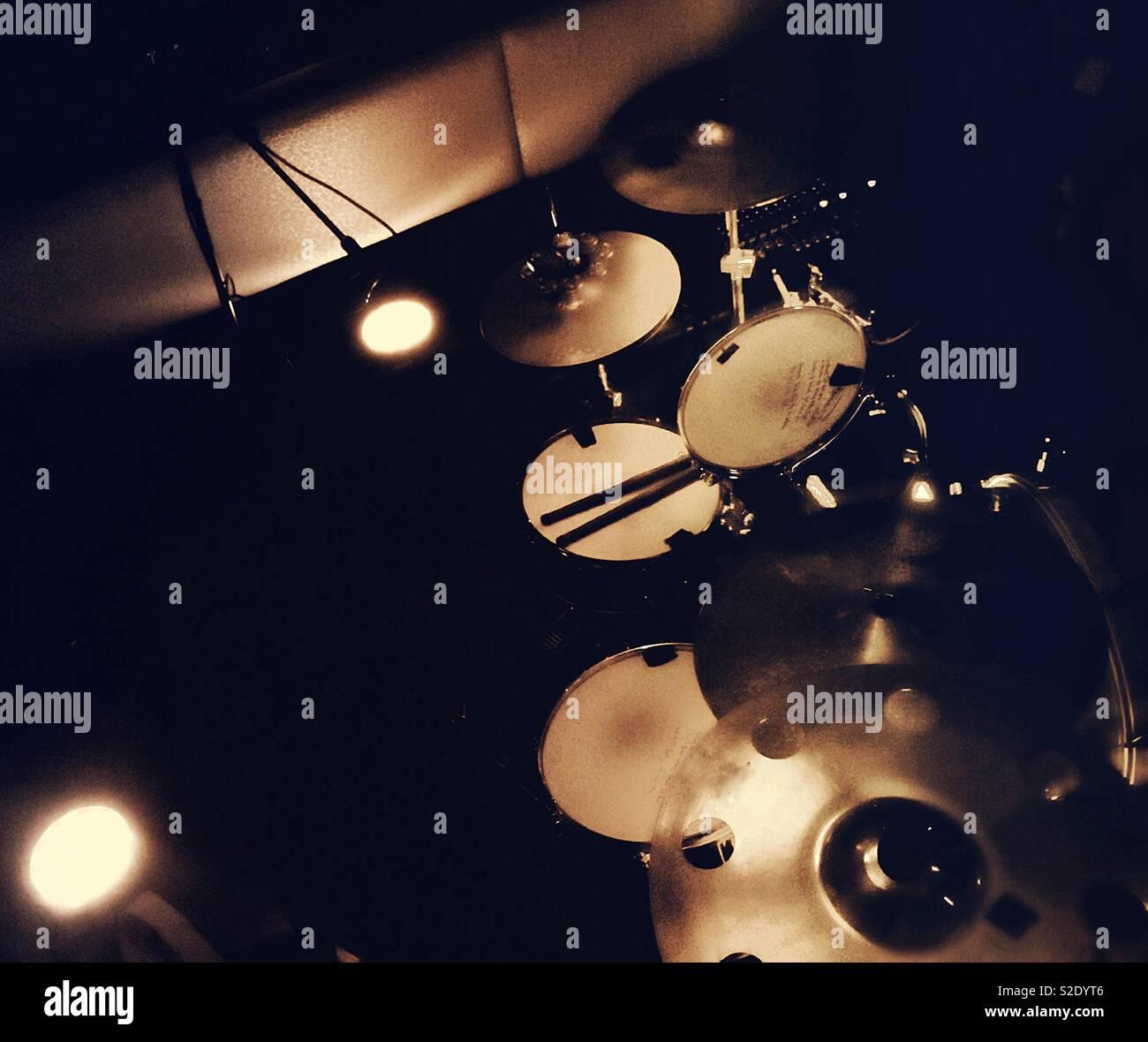 Kit de tambor antes de batida inicial. Imagens de Stock
