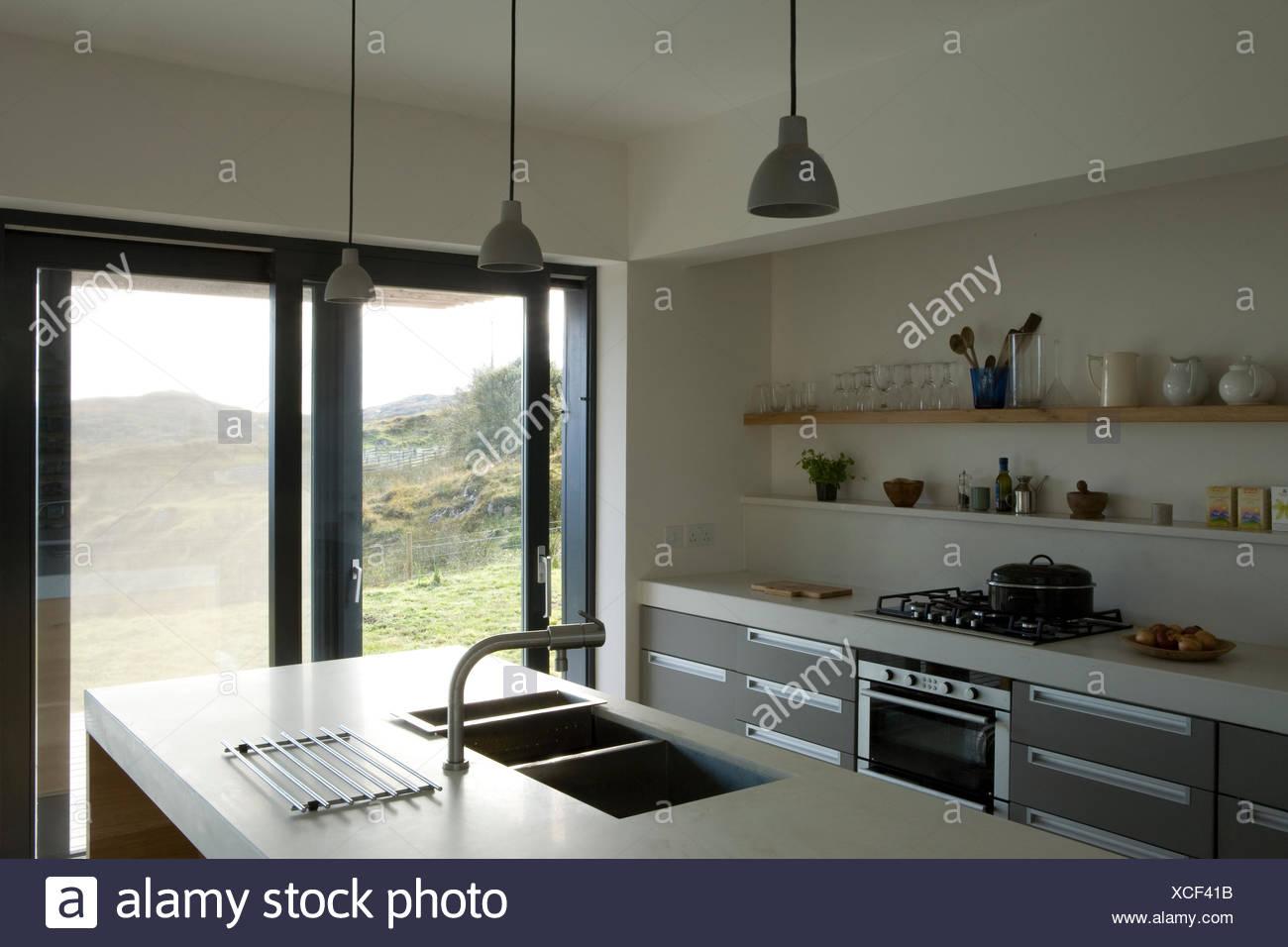 Pia Dupla Na Ilha Central Unidade Na Cozinha Moderna Foto Imagem De
