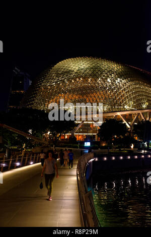 The new Jubilee bridge and Singapore Opera House, the Esplanade, Marina Bay, Singapore - Stock Image