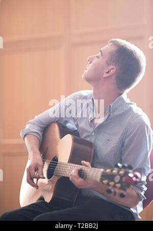 Kelso Folk Festival 2018 (annual event). Guitarist Scott Turnbull. Playing an Irish-made Lowden guitar. - Stock Image