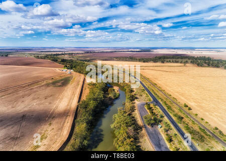 Newell highway off Moree town in Artesian basin of Australian wheat belt at flat plains of developed agriculture farms along Gwydir river with rest ar - Stock Image